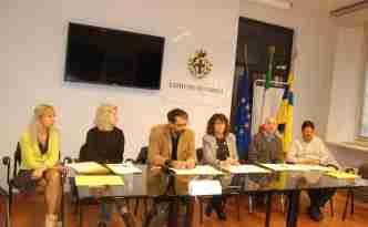 I rappresentanti delle associazioni dei consumatori di Parma insieme al vicesindaco Nicoletta Paci